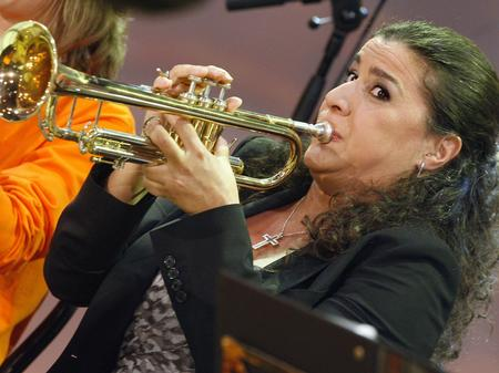 Cecilia Bartoli plays the trumpet