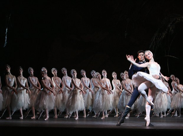 Royal Ballet dancing Swan Lake and the Royal Opera
