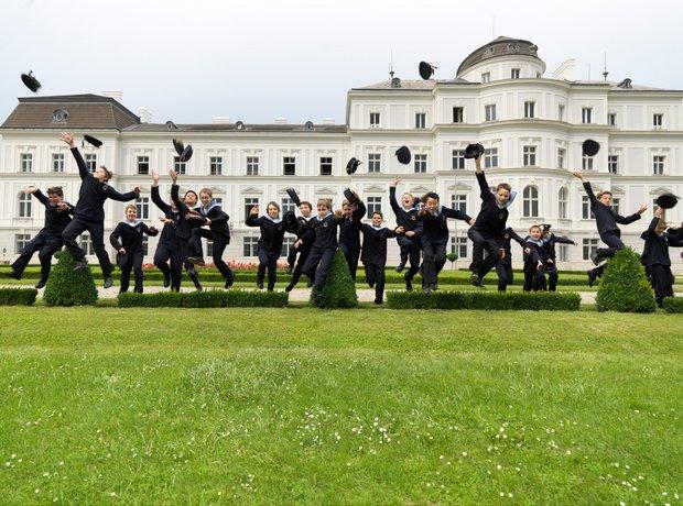 Vienna Boys Choir jumping