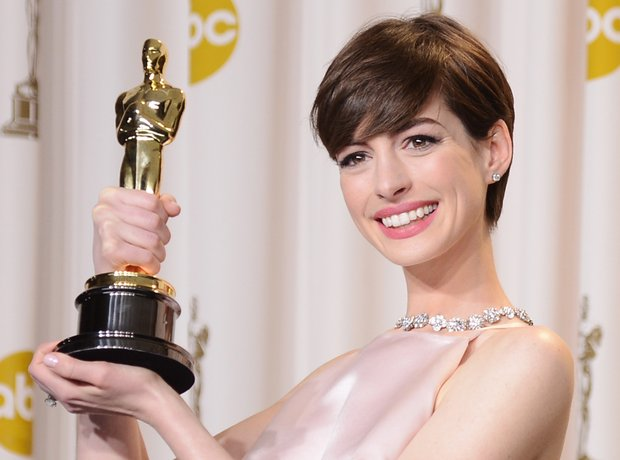 Anne Hathaway with her award at the Oscars 2013