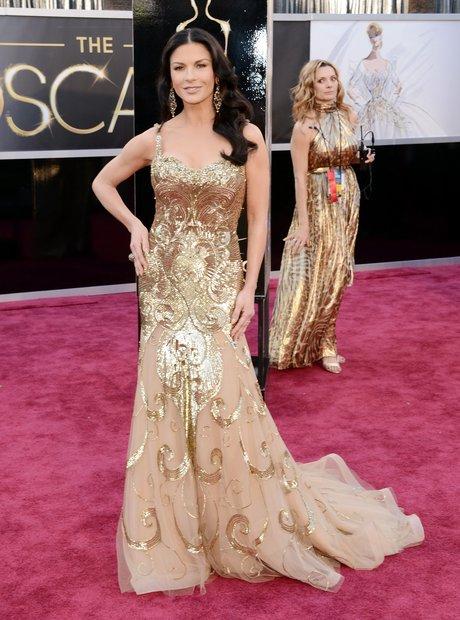 Catherine Zeta-Jones attends the Oscars 2013 red c