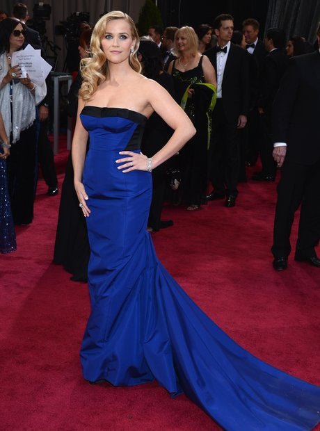Reese Witherspoon attends the Oscars 2013 red carp