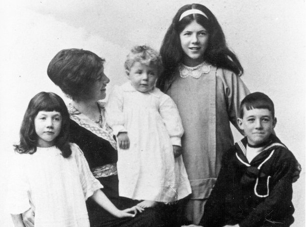 Benjamin Britten mother siblings