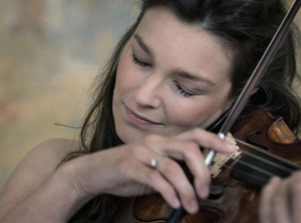Janine Jansen violinist stradivarius