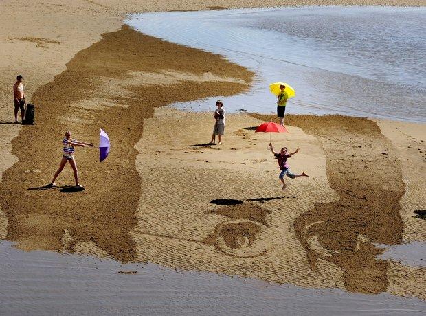 Schubert sand drawing on Elie Beach