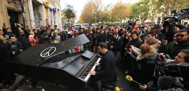 John Lennon piano Paris